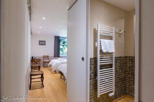 salle de bains et entrée chambre n° 2