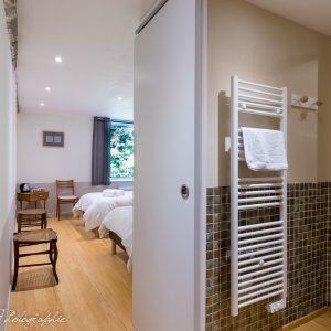 chambre d'hôte esprit libre vue sur salle de bain